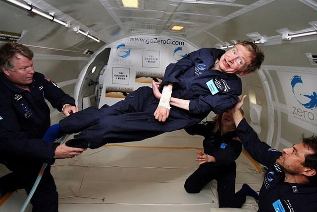 El homenaje a Stephen Hawking está abierto a «viajeros del tiempo»