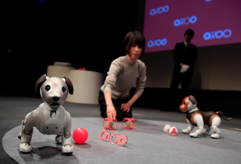 Sony presenta una versión «policía» de su perro-robot Aibo