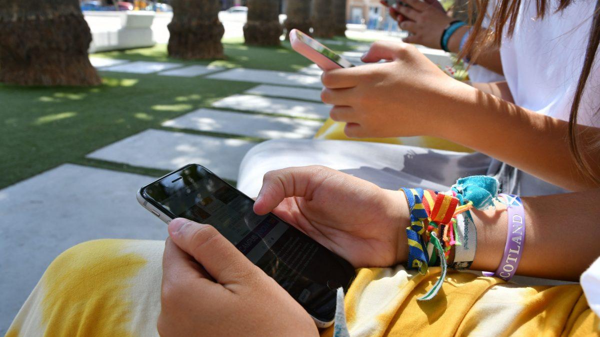 'Conectados' invita a adolescentes a aprender sobre seguridad online