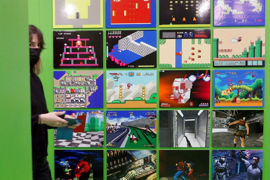 Una exposición recorre el viaje digital de la consola a su disfrute universal